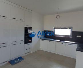 REZERVOVANÝ! Pekná novostavba 3-izbového rodinného domu v ŠTANDARDE