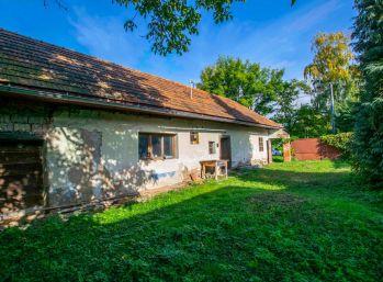 Starší dom v pôvodnom stave s veľkým pozemkom - Zlaté Moravce - Čaradice.