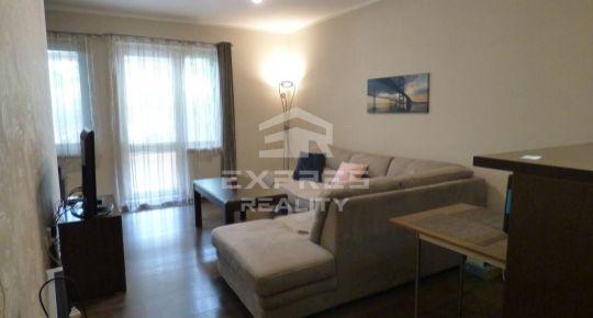 REZERVOVANÉ- Útulný 1izb. byt prerobený na pekný 2 izbový - s vlastným parkovným miestom !