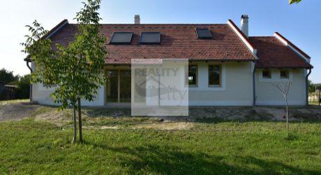 3 - 4 izbový nový rodinný dom na samote, s lesom pri ramene Dunaja, pozemok 7800 m2 - časť obce Dunakiliti