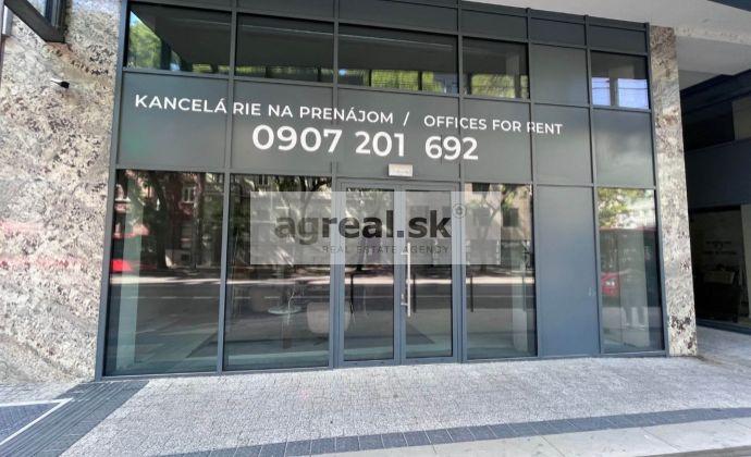 Obchodné priestory 448 m² v novostavbe na Nám. 1 mája, parking, klimatizácia, optika