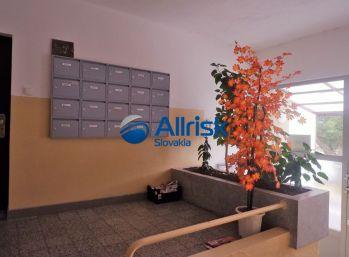 Výhodná cena 2 izbového bytu v meste Nové Zámky pri stanici