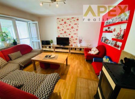 Exkluzívne APEX reality 4i. RD v Leopoldove, pozemok 704 m2, pivnica, garáž, všetky IS