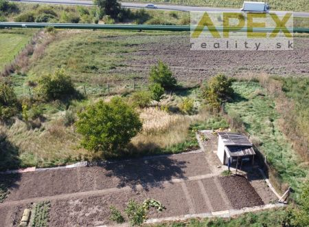 Exkluzívne APEX reality rovinatý investičný pozemok v Leopoldove, komerčná zóna, 1665 m2