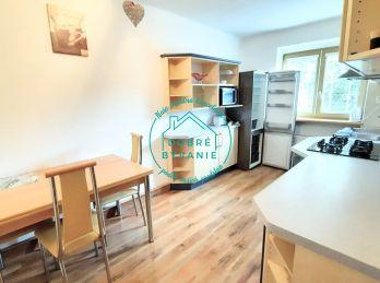 Na prenájom 2 izbový byt v centre aj s parkovaním vo dvore