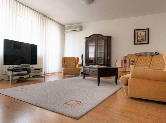 NÁMESTIE MARTINA BENKU, 2-i byt, 63 m2 – CENTRUM MESTA, tehla, klimatizácia, 2x BALKÓN