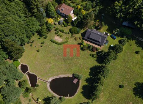 Na predaj výnimočné údolie domov na rozsiahlom pozemku 30 000 m2 pod Poľanou so súkromným jazerom