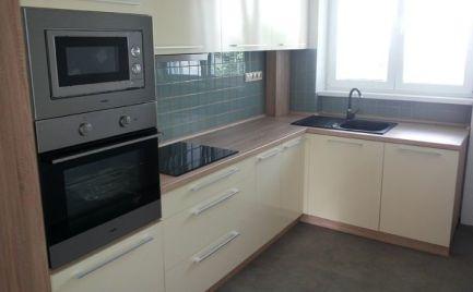 Investícia !!  Tehlový 2 izbový byt,  50 m2,  B. Bystrica širšie centrum - kompletná rekonštrukcia - 113 000€