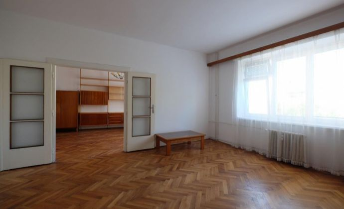 3 a ½ izb. byt  s loggiou a výťahom v BA 1 na predaj