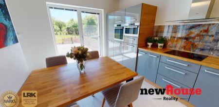 !! PRENAJATÝ !! Ponúkame Vám na PRENÁJOM novostavbu krásneho, moderného rodinného domu s upraveným pozemkom v tichom prostredí, v obci Neporadza