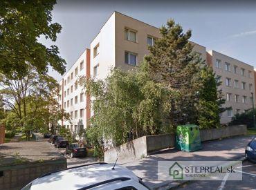 3.izbový byt v obytnom dome, tiché zelené prostredie – možnosť využívania predzáhradky – Kempelenová ul.