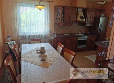 3114  Na predaj veľký rodinný dom vo Veľkom Mederi