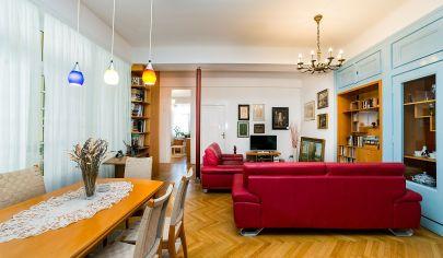 Prenájom – 4 izbový veľkometrážny -  zariadený byt v historickej budove  - Staré mesto.BA I