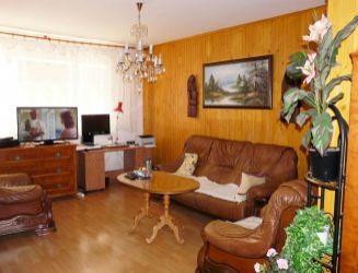 Banská Bystrica, Sásova – 3-izbový byt s balkónom a krbom, 70 m2 – predaj