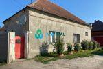 Starší rodinný dom na predaj v obci Orechová Potôň. Cena 78 000 €