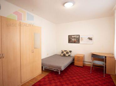 Na prenájom 2 izbový byt, 34 m², Cintorínska ul. BA I. – Staré Mesto, voľný ihneď, cena možná aj dohodou