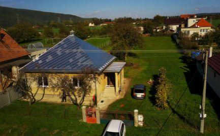 DMPD Real Vám ponúka na predaj starší bungalov s veľkým pozemkom v Čereňanoch.