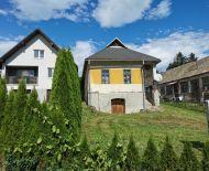 Ponúkame 2 rod. domy v obci Veľké Straciny okr. Veľký Krtíš.