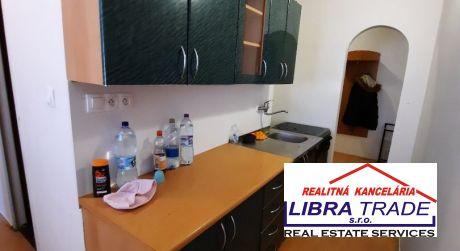 PREDAJ - čiastočne prerobený 3 izbový byt na Rákocziho ul. v Komárne
