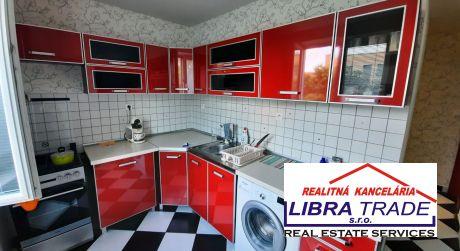 PREDAJ - Kompletne prerobený 2 izbový byt na Petofiho ul. v Komárne