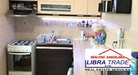 PREDAJ - Kompletne prerobený 3 izbový tehlový byt s balkónom v Komárne