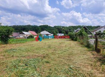 REZERVOVANÉ. Na predaj slnečný pozemok v obci Nižná Sitnica (N054-14-JOHAa)