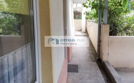 Predaj komfortného apartmánového domu s bazénom v Podhájskej