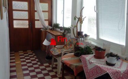 Ponúkame Vám na predaj v krasnej tichej lokalite rodinný dom v obci Jacovce