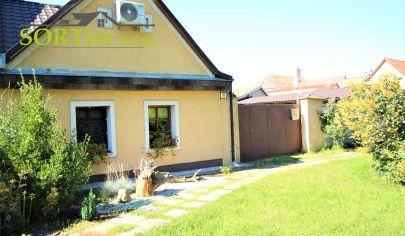 (Rezervované)SORTier - ponúkame  na predaj útulný zrekonštruovaný rodinný domček v Malých Levároch