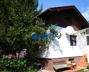 Predám trvalo obývateľnú skolaudovanú chatu v Hamuliakove na vysporiadanom pozemku