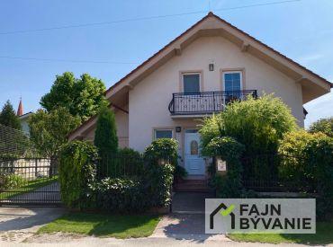 Na predaj krásny slnečný 5 - izbový rodinný dom v Jelke.
