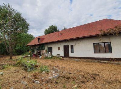 Pozemok so starším domom v obci Ložín