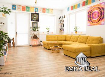 Priestranný 3-izb. byt s charizmou v radovom dome s dvomi byt. jednotkami v tichej lokalite