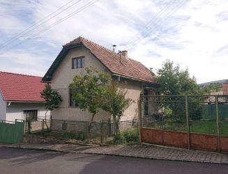 Klokoč – rodinný dom, hosp. budova, záhrada, pozemok 350 m2 – predaj