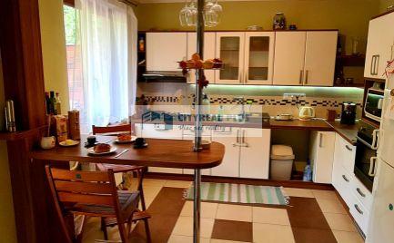 Na predaj dvojgeneračný rodinný dom v kľudnej časti mesta Štúrovo