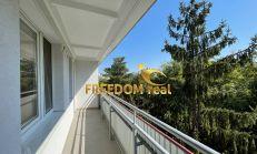 Predaj: 3i byt - holopriestor, samostatné spálne, veľká loggia, skvelá lokalita pri Líščom údolí - Tilgnerová ulica