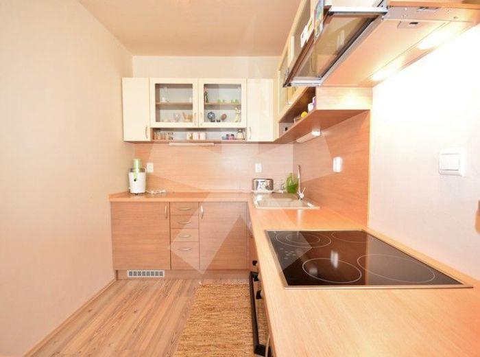 PREDANÉ - AGÁTOVÁ, 1-i byt, 40,5 m2 - novostavba s BALKÓNOM, vkusne, moderne zariadený, VLASTNÝ KOTOL, náklady len 84 EUR / 2 os