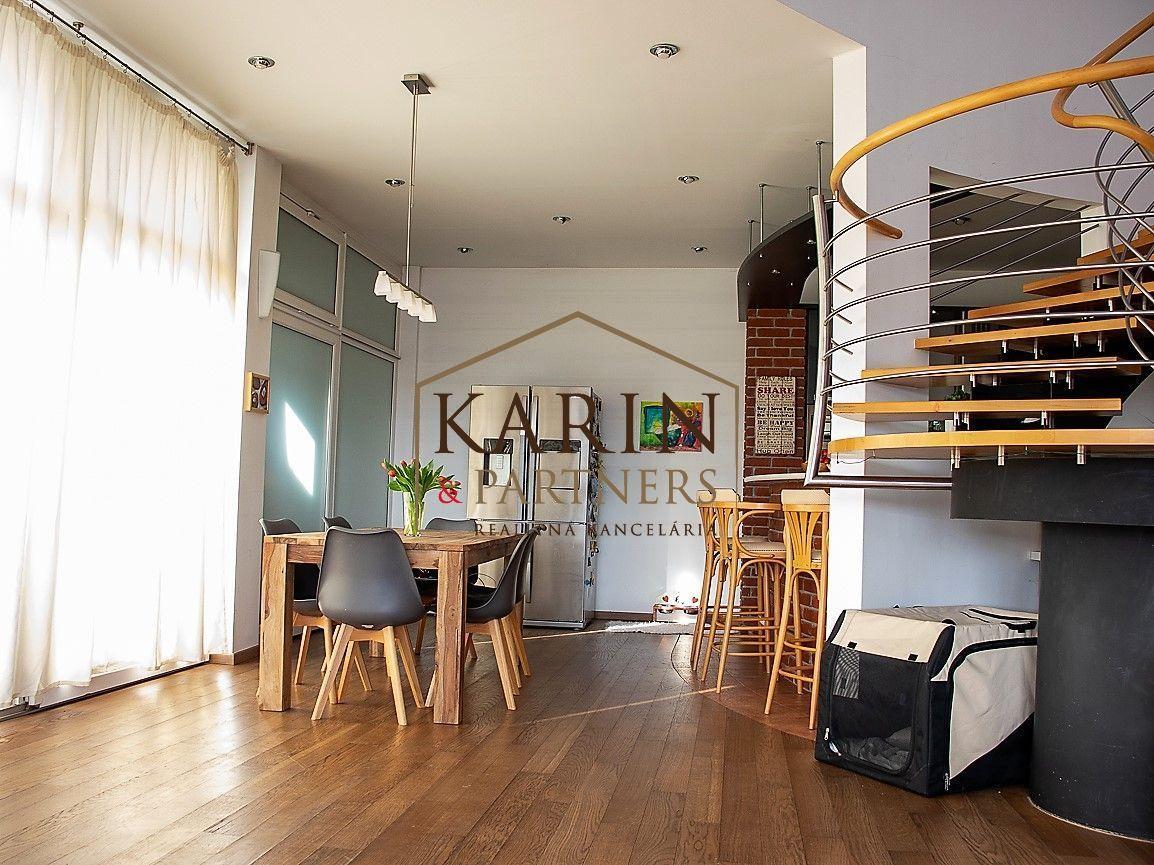 Pozrite si videoprehliadku - Nadštandartný 5 izb. mezonetový byt s krásnym výhľadom v Bratislave