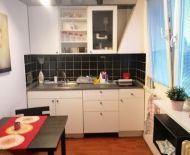 TOP Realitka –  Nová maľovka!, 1-izbový byt, nízské náklady, pivnica, zariadenie, ticho, zeleň, Vrakunský lesík, Toryská - BA