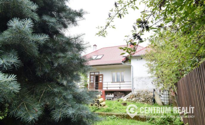 Zrekonštruovaná vidiecka usadlosť na polosamote, jablkový sad, pozemok 5200 m2, Poltár