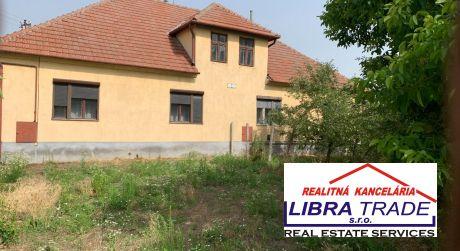 Na predaj rodinný dom  (dvojdom ) v obci Zemné. Dom pozostáva z dvoch bytových jednotiek.