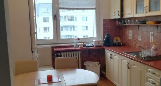 TOP Realitka – EXKLUZÍVNE - veľký 3 izbový byt, zariadenie, loggia, pivnička, zateplenie, ticho, výhľad, Malé Karpaty, TOP lokalita BA – Jamnického