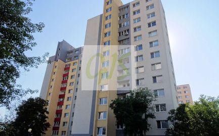 Priestranný trojizbový byt na výbornej Korytnickej ulici