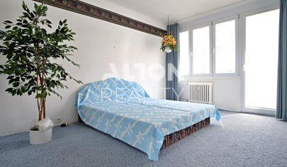 Na predaj 3 izbový byt (63 m2) v pôvodnom stave s loggiou (3m2) a balkónom (1,2 m2) - širšie centrum.