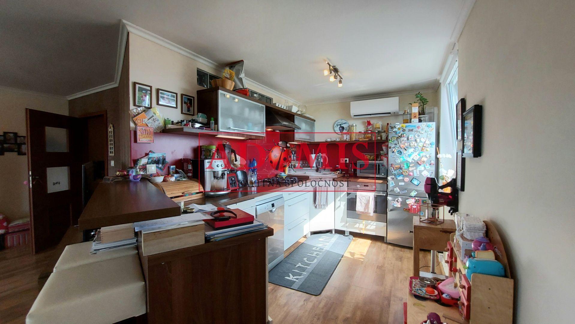ADOMIS - predám pekný veľký 3-izbový byt 77m2,,Pražák,,loggia 6m,po kompletnej rekonštrukcii, Važecká ulica, sídlisko Nad Jazerom, Košice