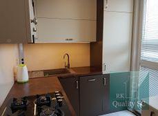 SENEC - NA PREDAJ - plnohodnotný 2 izbový byt s loggiou a klimatizáciou v centre mesta - v Senci - Hurbanova ulica