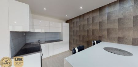 Na predaj veľkometrážny, zariadený 2 izbový byt v novostavbe s úžitkovou plochou 92 m2 v meste Dubnica nad Váhom