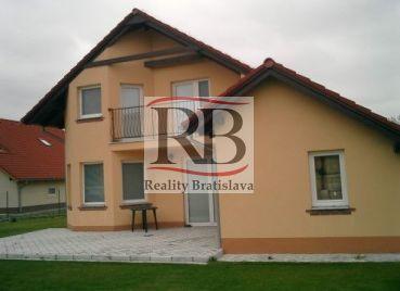 Na prenájom 4-izbový rodinný dom v Hamuliakove