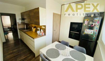 Exkluzívne APEX reality zrekonštruovaný 3i. s balkónom na Hollého ul., komora, šatník, 81 m2