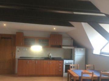 Podkrovný 1-izbový byt v rodinnom dome, Veľký Biel